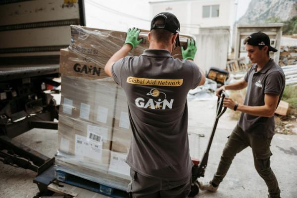 GAiN guys unloading lorry, small photo